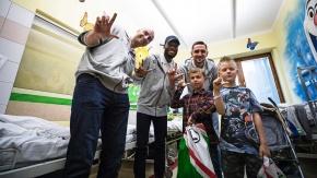 Zawodnicy Legii z wizytą w Centrum Zdrowia Dziecka (FOTO)
